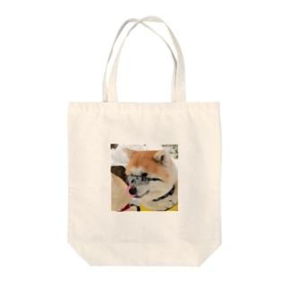 秋田犬 Tote bags