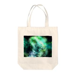 緑の大自然 Tote bags