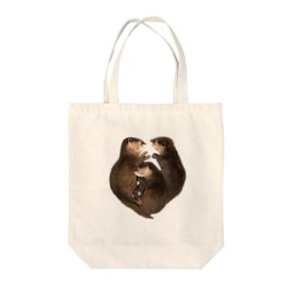 ハート型お眠り子カワウソ Tote bags