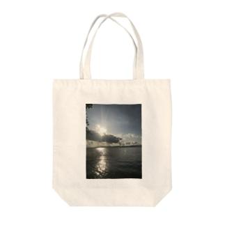 海じゃなくて琵琶湖です Tote bags