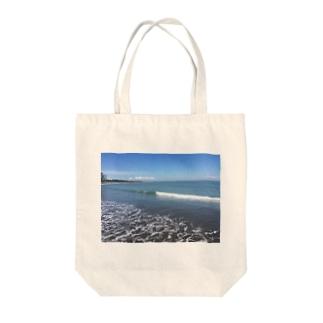 Beach snap Tote bags