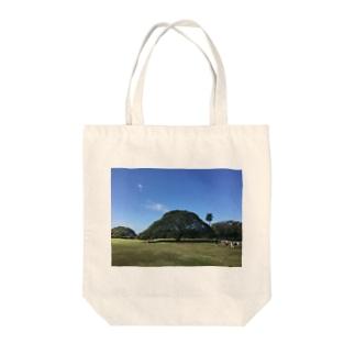 ハワイ モンキーポッド Tote bags