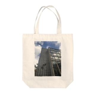 バンクシー ストリートアート Tote bags