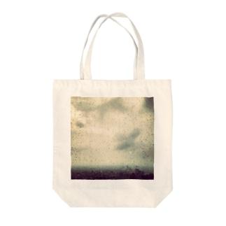 鉄の芝生と雨 Tote bags