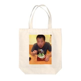 カキ氷を食べる夫 Tote bags