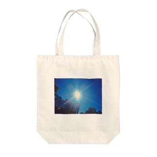 台風晴れのあそこ Tote bags