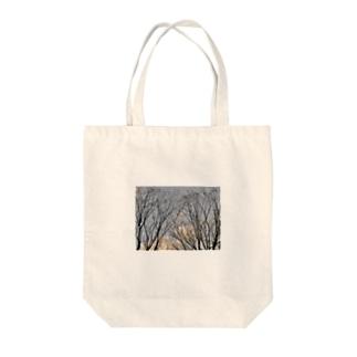 哀冬 Tote bags