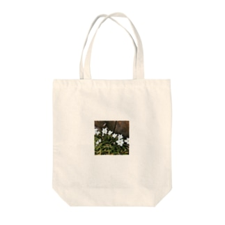 道端に咲くハナニラ Tote bags