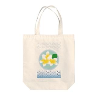 常夏のトロピカルな花プルメリア Tote bags