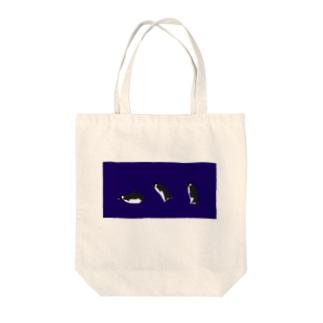 すってんころりんペンギン 紺 Tote bags