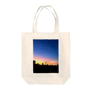 夏の夜明けと東京タワー Tote bags