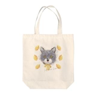 猫と檸檬(Kaķis un Lemon) Tote bags