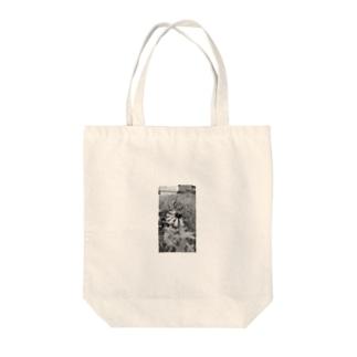 灰色の花 Tote bags