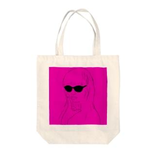 クールビューティー Tote bags