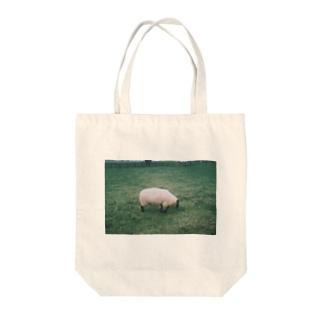 曇りの日の羊 Tote bags