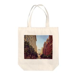 ニューヨークブリッジがみえる Tote bags