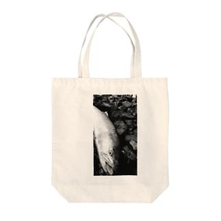 幻の魚イトウ Tote bags