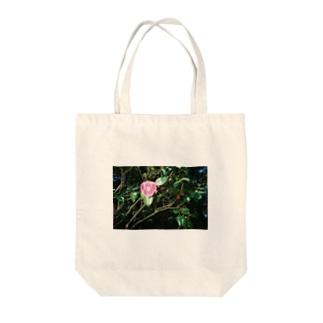 ピントの合わない椿 Tote bags