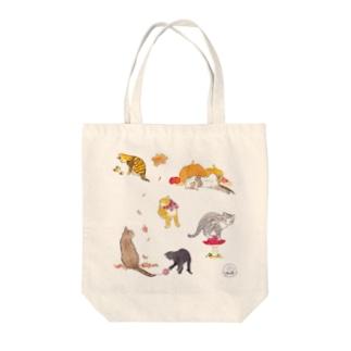 秋猫 Tote bags