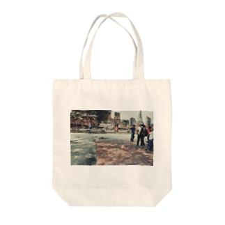 世界のノラ犬さんたち。(観光客に交じるえでぃしょん) Tote bags