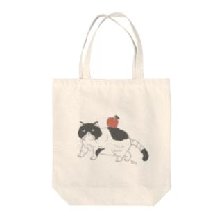 トコロコムギのねこりんご Tote bags