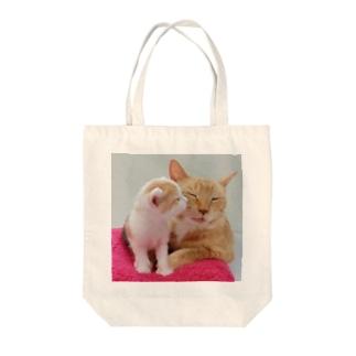 ほのぼの猫の親子 Tote bags