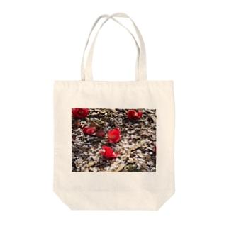 ここに居た日の赤 Tote bags