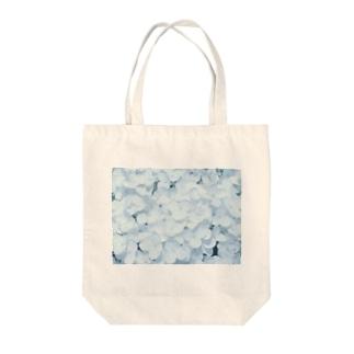 白い紫陽花 Tote bags