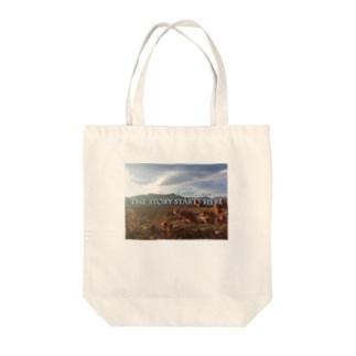 fulaughjiのThe story Tote bags