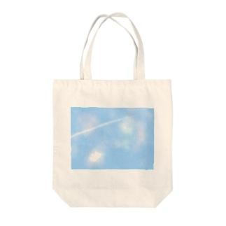 空と飛行機雲 Tote bags