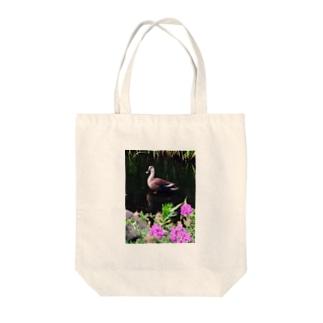 カモのお散歩 Tote bags