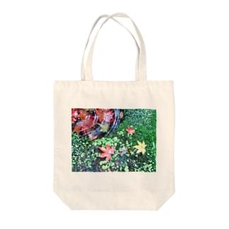 苔とモミジ Tote bags