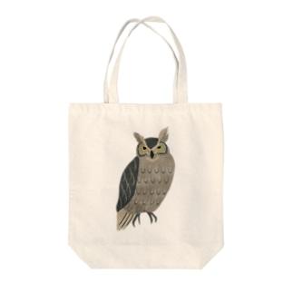 森のフクロウ Tote bags