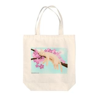 桜ねんねsky Tote bags
