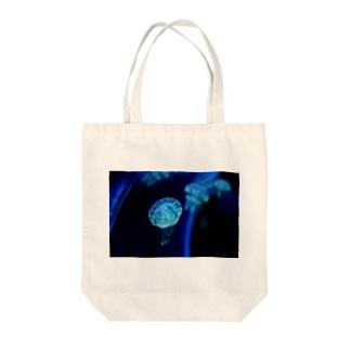 ふわふわクラゲ Tote bags