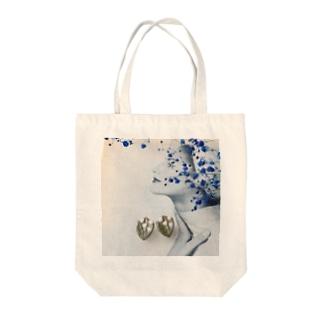 陶土すずらんと青いかすみ草 Tote bags