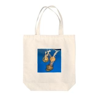 くらげ Tote bags