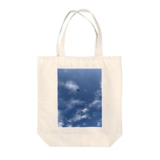 優雅に飛ぶトンビ Tote bags