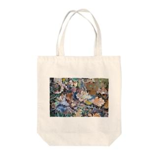 ダンボーと落ち葉 Tote bags