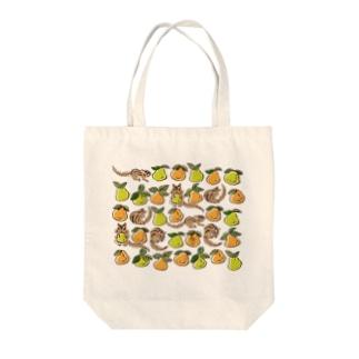 シマリスと洋梨 Tote bags