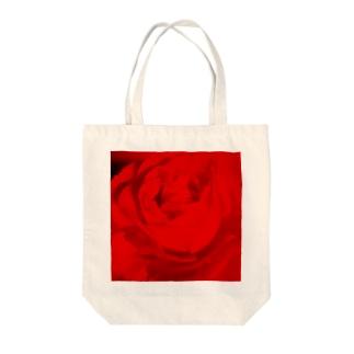 赤い薔薇 Tote bags