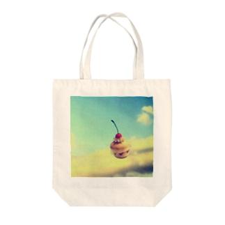 浮遊するチェリーマフィン Tote bags