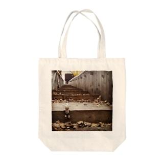 秋の図書館 Tote bags
