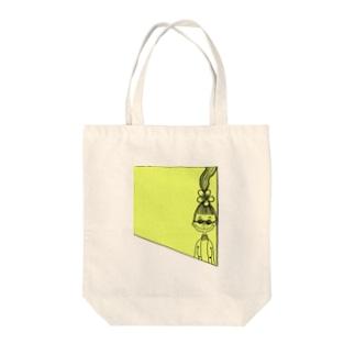peacefulのイエローガール Tote bags