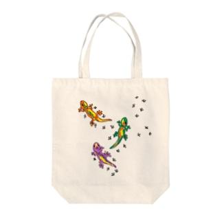 トカゲの散歩 Tote bags