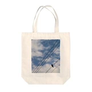 空と烏 Tote bags