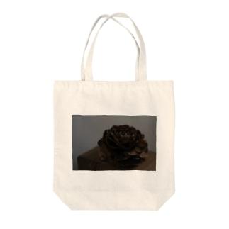 ヒマラヤ杉の松ぼっくり Tote bags
