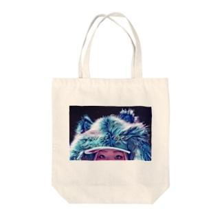 wolf eyes Tote bags