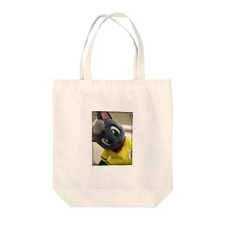 黒猫ポピー Tote bags