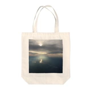 dragon-river Tote bags